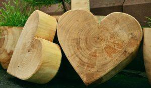 Že tračna žaga nam omogoča, da grobo oblikujemo večje lesene elemente.